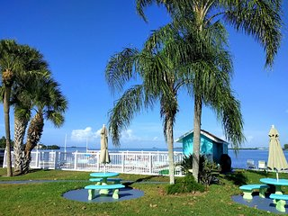 Beautiful Location steps to the Beach, Bradenton Beach