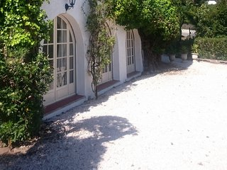 Valere 38183 charming apartment with garden at 250 mtr. from the beach.