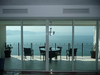 Puerto Vallarta Spectacular View. Ocean Front Penthouse in Hotel Zone