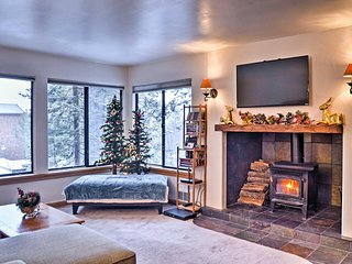 1BR Truckee Condo - Steps to Ski Lift & Hot Tub!