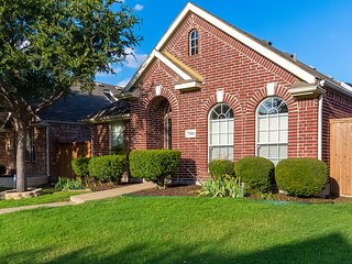 Fully Renovated Vacation Home Located In Nice Neighborhood In North Plano