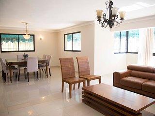 Bella Vista, Santo Domingo, large recently renovated 3 bedroom apartment