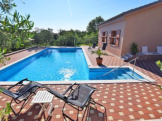 Charming apartment with pool for 4-6 persons, Pula