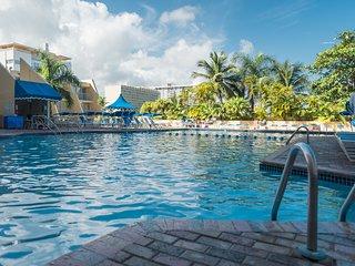 PUERTO RICO: Beach. Pool. Relax.