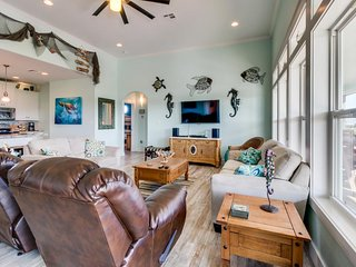 Oceanview home w/ screened-in lanai, less than 1/2 mile from the beach!