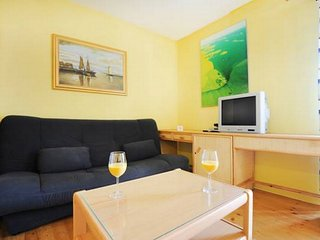 Apartments Tom - Comfort One Bedroom Apartment with Sea View and Shared Terrace