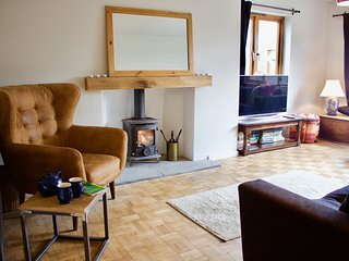 Pet friendly luxury property in South Devon with 4 bedrooms, woodburner & garden