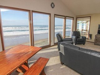 Huge Vaulted Great Room, Private Beach Access, Oceanfront, Two Fireplaces!