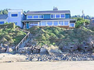 Spacious, Oceanfront with Private Beach Access, Hot Tub, Game Room, Sleeps 19