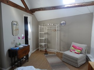 Townhouse St Jacques- Loft room,1 double,1 Single sofa bed & ensuite shower room