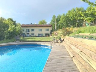 Charming farmhouse hideaway with pool near Asti