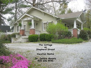 Cozy comfort minutes from Flat Rock and Hendersonville.