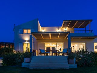 Legrena Beach Villa in Sounio (just meters from the beach)