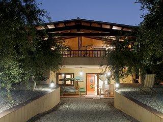 Casa vacanza   Con veranda vista mare  circondata da un oliveto secolare