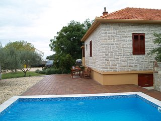 Cozy house with pool, Vrsi