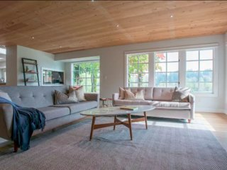 Beautiful spacious family room w/ panoramic views of river and 65inch 4K TV