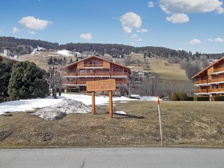 Comfortable, 1-bedroom apartment in Megève with mountain views – 30 meters from the slopes!