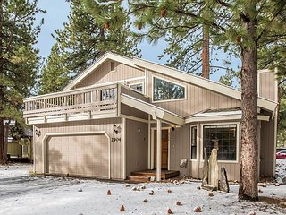 Wintershire - Spacious and Comfortable Home Near Skiing, Trails & Lake, South Lake Tahoe