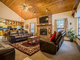 Wintershire - Great Location, Great Living, Great New Hot Tub, Great Vacation