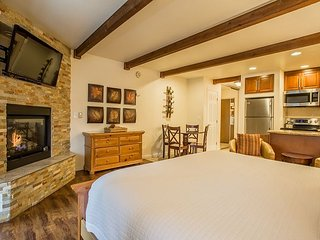 Honeymoon Studio - Beautifully Updated Studio in the Lakeland Village Lodge, South Lake Tahoe