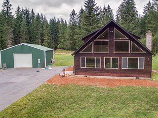 NEW! 3BR Ariel Cabin w/Private Hot Tub & Barn!