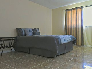 Private 4 bedroom Retreat only 1 mile from Downtown Fort Myers