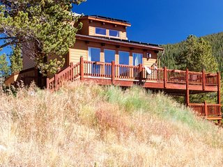 Beautiful Seclusion in Blue River, Your Private Home Away from Home, Just Minute