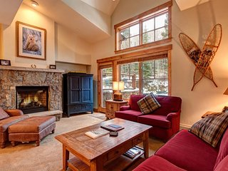 Best of All Worlds in This Mountain Thunder Townhome - Luxurious Ski-In Condo, Breckenridge