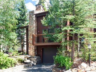 Newly Remodeled Amerind End-Unit Townhome in Warrior`s Mark - Walk to, Breckenridge