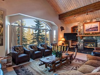 Ski-In Ski-Out Access 6-Bedroom 6.5-Bath Luxury House with Four Master Suites &