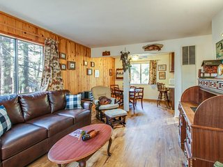 Dog-friendly cabin w/ shared hot tub, fenced ground! Close to beaches & slopes!