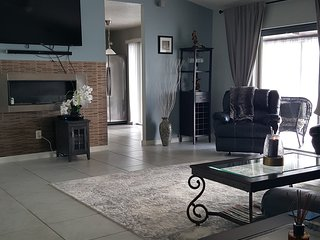 Beautiful. 3 bedroom. home. with. private. heated pool. near. Disney., Orlando