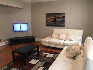 NEWLY REMODELED 2 BR TOWNHOME ON PENN AVE