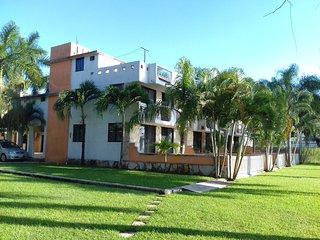 Preciosa casa a la orilla de la Laguna del Chairel