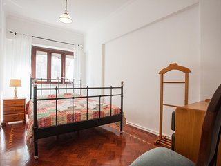 Spacious Campo Mártires da Pátria apartment in Pena with WiFi & lift.