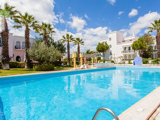 Villa pool Tavira town beach 4 bedroom aircon wifi