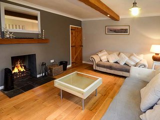 THE ORCHARD, detached, large family house, pet-friendly, open fire, hot tub, in Abersoch, Ref 950048