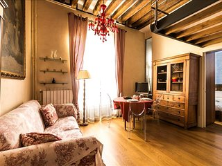 Typical Parisian apartment in the heart of Saint Germain!