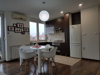 New Modern Apartment/Newly furnished (7 min from tram)