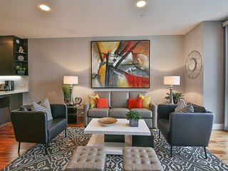 Stylish & Modern Upscale 2 BR Condo in Trendy SOMA, San Francisco
