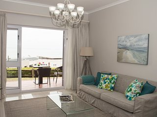 Brooks Hill apartment with majestic sea views