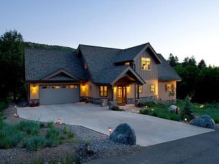 Luxury Home on 1 Acre - Close to Downtown