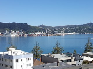 OB Retreat, Oriental Bay - 6 Bedrooms, Stunning location for NZ Level 1 Getaway!