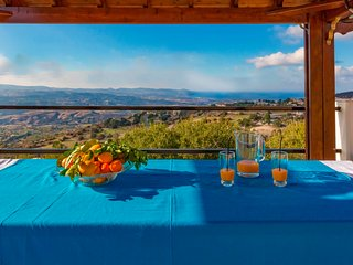 Peristerona Hills- Private 3 Bedroom Stone Villa with Amazing Views