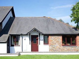 Bude - 2 Bed Accommodation With On-Site Swimming Pool