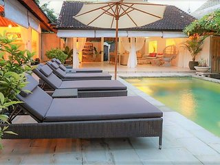 Pool Villa - Huge 3bed /Sleeps 6 - Oberoi Rd/Eat St SEMINYAK - SUPERB LOCATION!