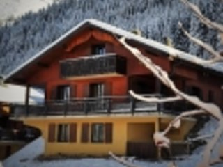 Chalet Timide - Catered Chalet with Hot Tub and central to shops and bars