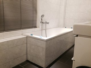 Super clean toilette with bouble shower