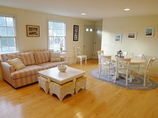 BEACH HOUSE CLOSE TO OCEAN IN EASTHAM!