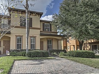 NEW! 4BR Davenport Townhouse Minutes from Disney!